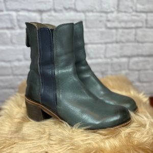Gee Wawa two- tone leather pull on boot